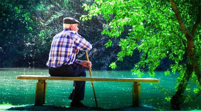 anziano panca fiume