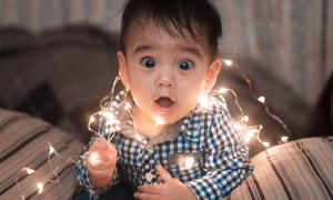 bambino stupore luci