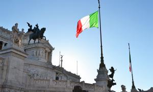 bandiera italia altare patria