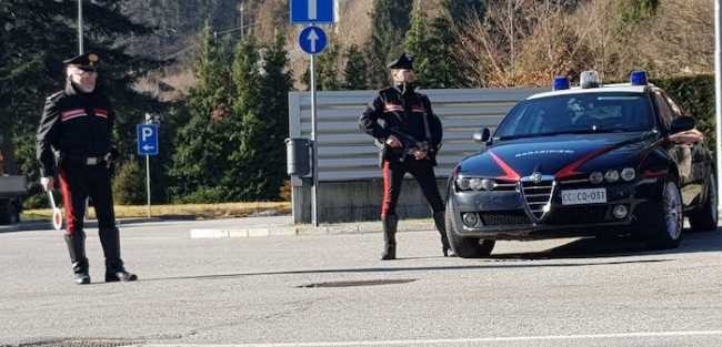 carabinieri controlli mitra paletta
