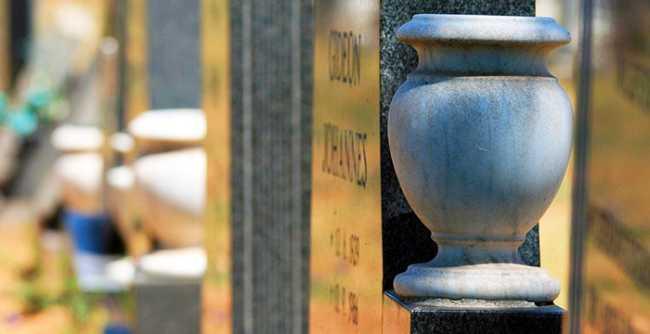 cimitero vaso lapide usa