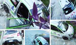 incidente rally auto cancello