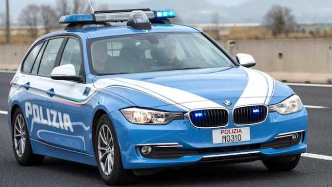 polizia auto station autosuperstrada