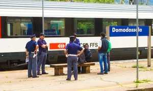 polizia treno fermati binario