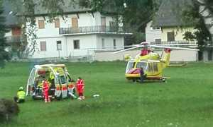prato ambulanza elicottero sera