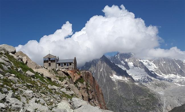 rifugio montsagna nuvole