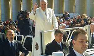 b Papa Francesco ossolani piazza