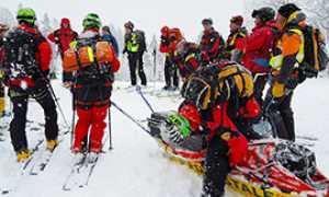 b soccorso alpino neve uomini