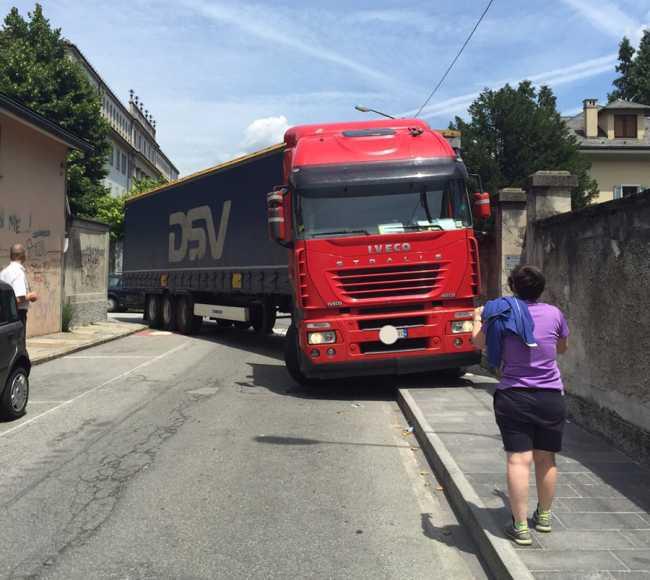 camion incastrato3
