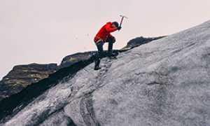 corta alpinismo piccozza scalatore