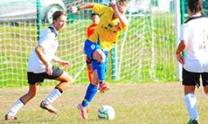corta masera calcio femminile azione