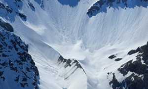 corta montagna neve valle