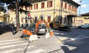 incidente auto scavatore rotonda