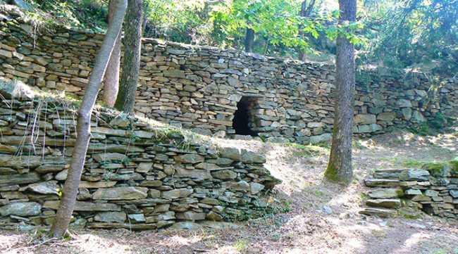 montecrestese megalitici menhir tomba
